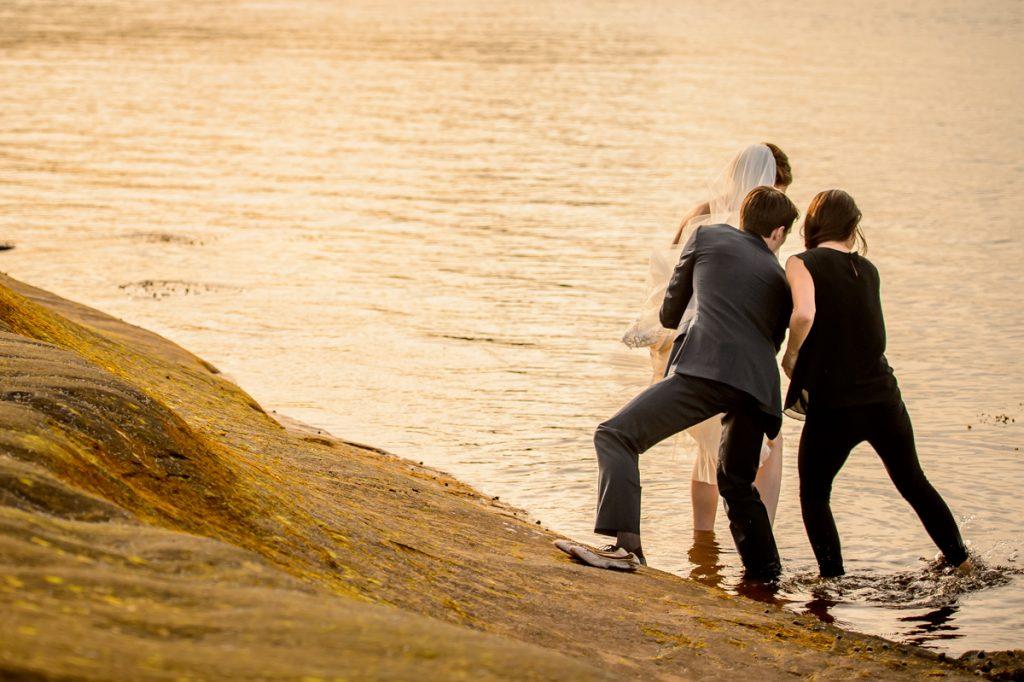 applehead-pat-brittany-fox-harbour-wedding-bride-slip-fall-water15