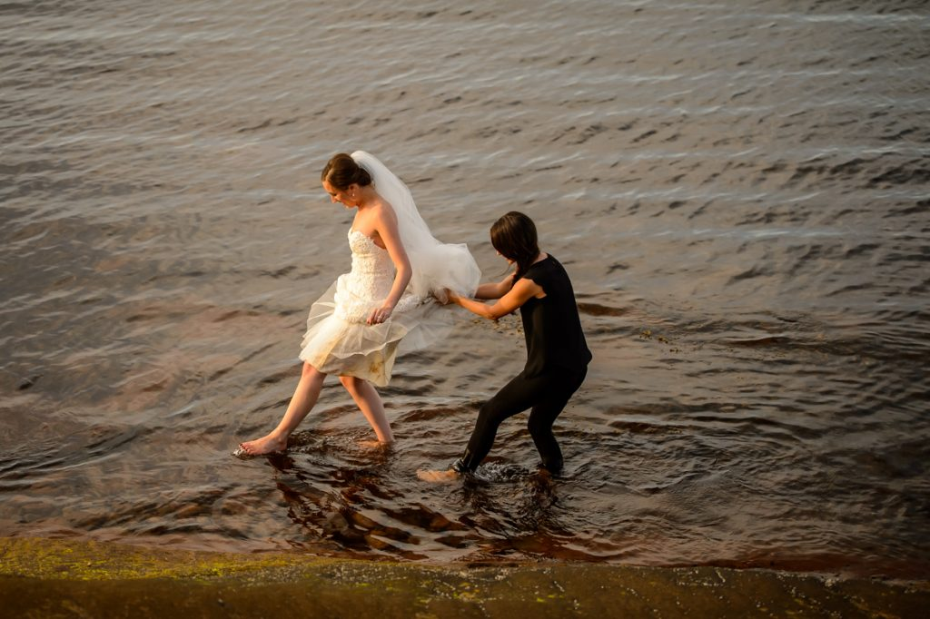applehead-pat-brittany-fox-harbour-wedding-bride-slip-fall-water16